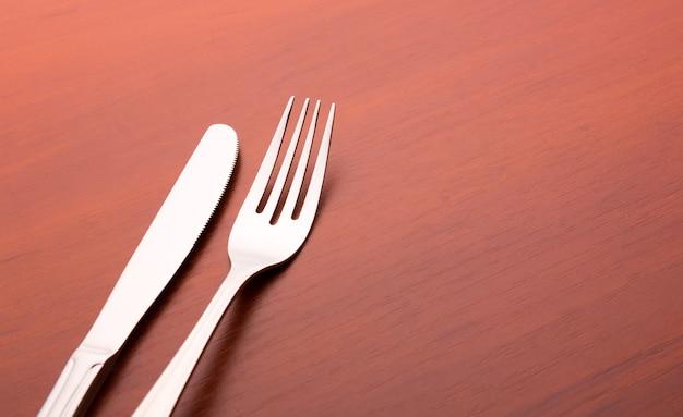 Vork en mes op hout