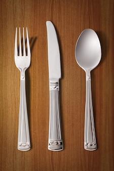 Vork, mes en lepel geïsoleerd op wit (bevat uitknippad)