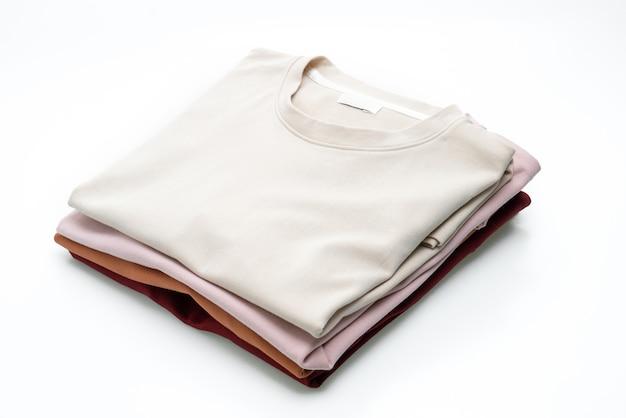 Vouw t-shirt geïsoleerd