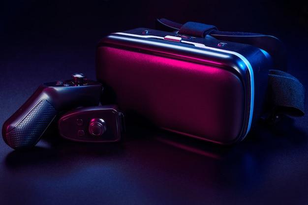 Vr. virtual reality-apparatuur op tafel.