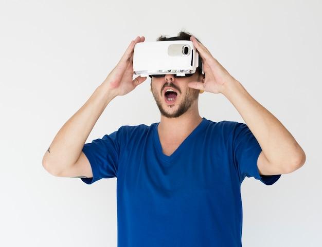 Vr virtual reality simulator equipment ervaar het portret van de studio