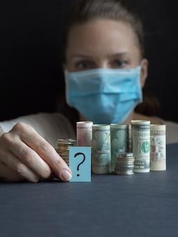 Vraagteken en geld. pandemie en de economische crisis van het concept