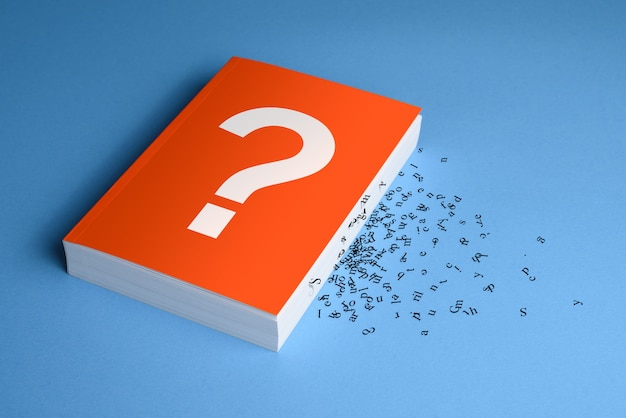 Vraagteken op boek met letters