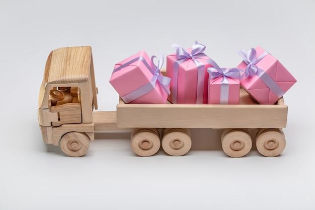 Vrachtwagen met geschenkdozen