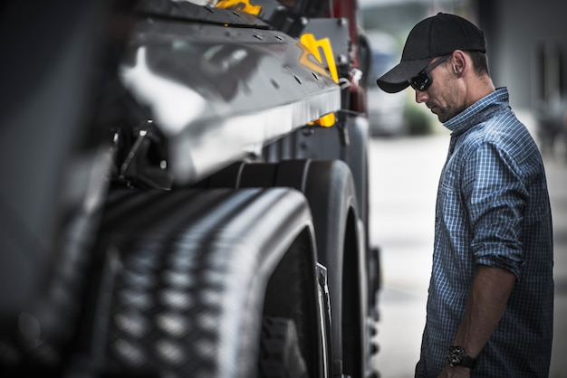 Vrachtwagenchauffeur laadcontrole