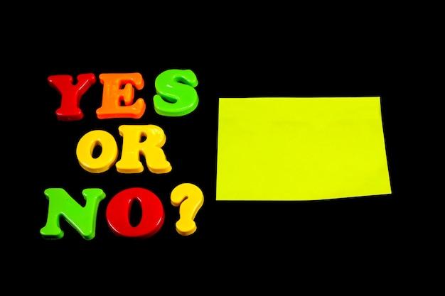 Vragen, antwoorden op een heldere achtergrond.