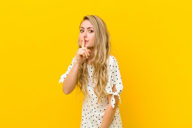 Vragen om stilte en stilte, gebaren met de vinger voor de mond, shh zeggen of een geheim bewaren