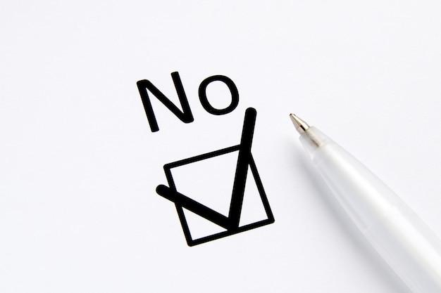 Vragenlijst. inscriptie nee met vinkje op wit papier