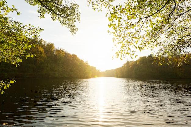 Vreedzaam landschap van moeder natuur