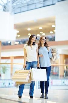 Vriendelijke shoppers