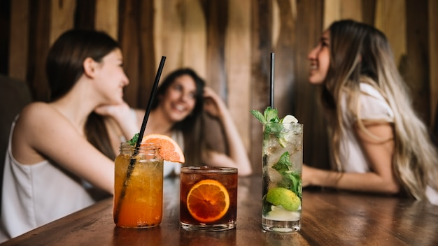 Vrienden aan de bar