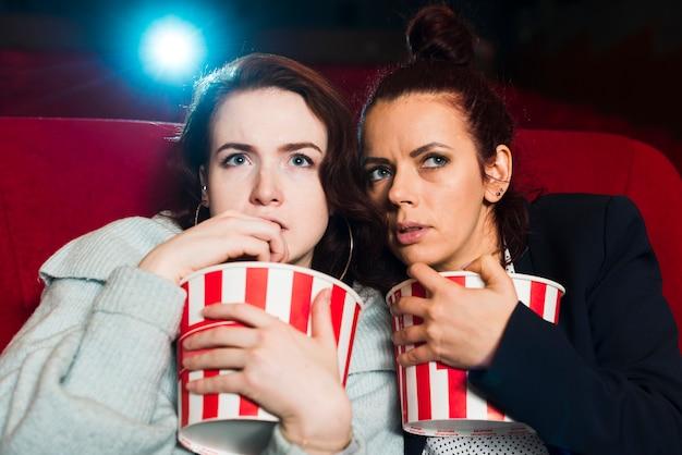 Vrienden in de bioscoop