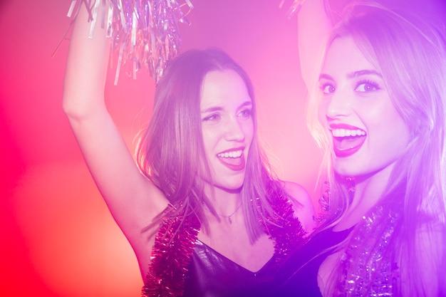 Vrienden in nachtclub