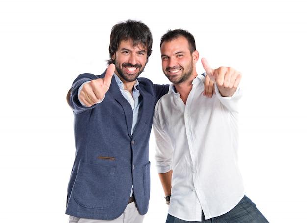 Vrienden met duim omhoog op witte achtergrond