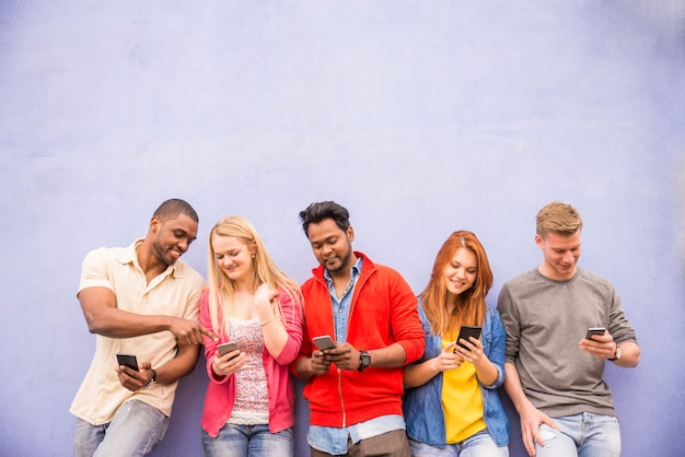Vrienden met smartphones