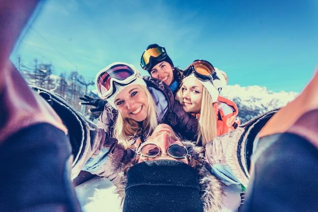 Vrienden op wintervakantie
