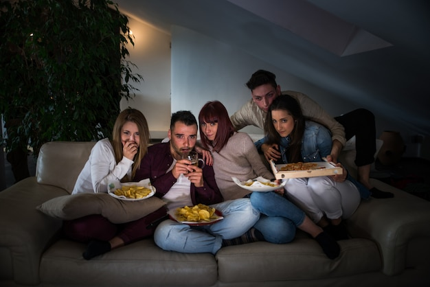 Vrienden plezier thuis