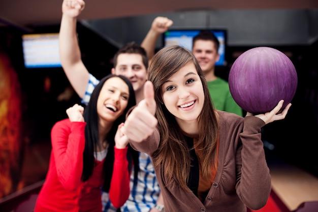 Vrienden samen bowlen