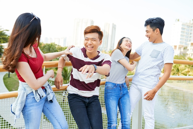 Vrienden samen plezier buitenshuis