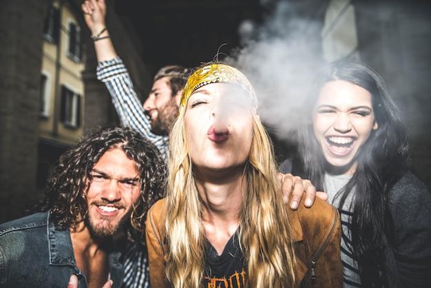 Vrienden vieren buitenshuis