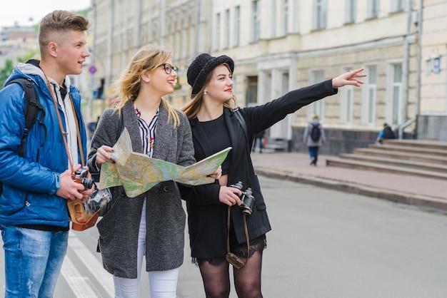 Vrienden zoeken richting