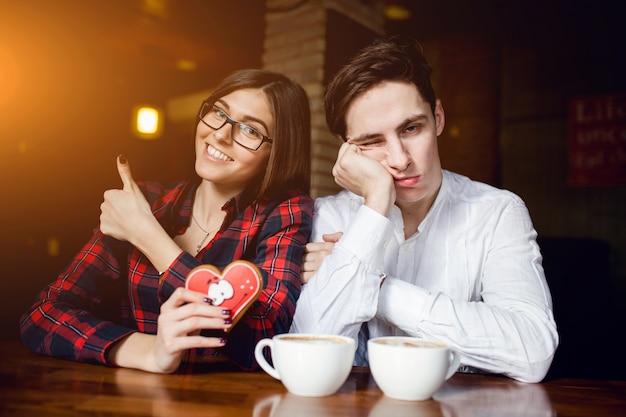 Vriendin paar cafe valentijn exemplaar-ruimte