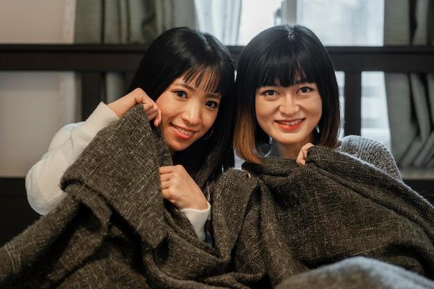 Vrij aziatische meisjes glimlachen