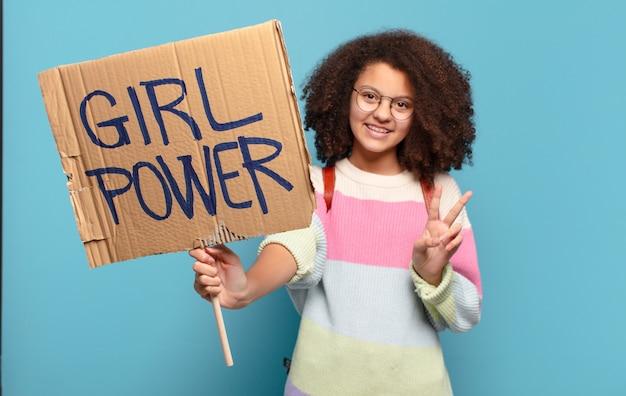 Vrij de machtsconcept van het afro tienermeisje
