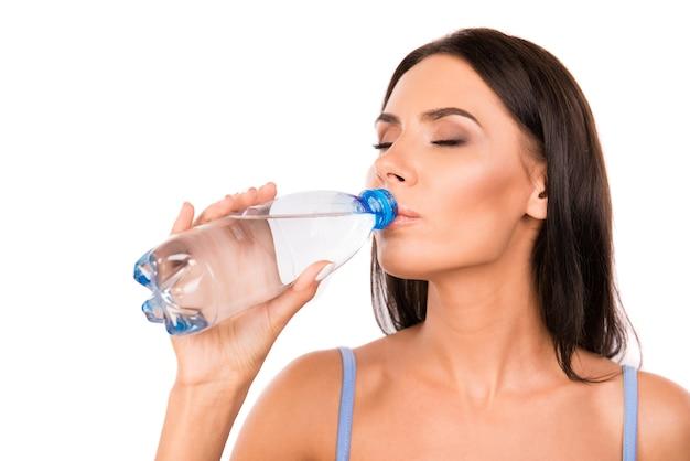 Vrij gezond vrouwen drinkwater