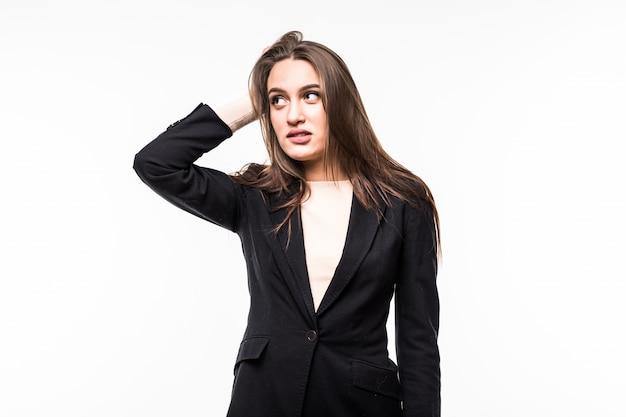 Vrij professionele vrouw die zwarte kledingsuite draagt die op een wit wordt geïsoleerd.