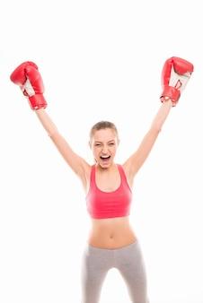 Vrij schreeuwende meisje-winnaar in bokswedstrijd