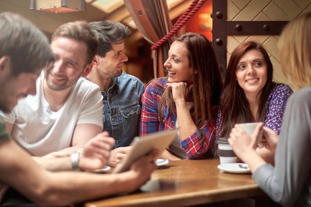 Vrije tijd met mijn vrienden in het café