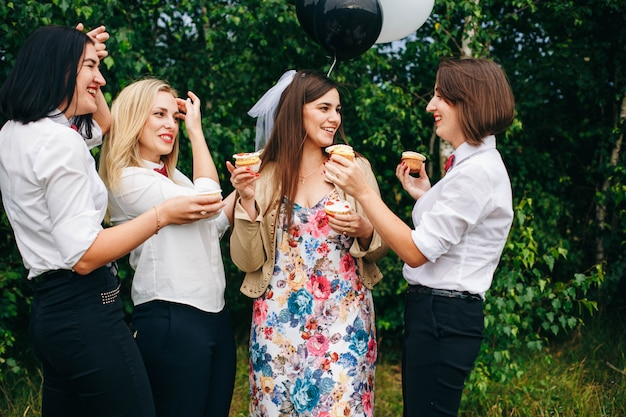 Vrijgezellenfeestje. huwelijksfeest. vrouwen op een feestje.