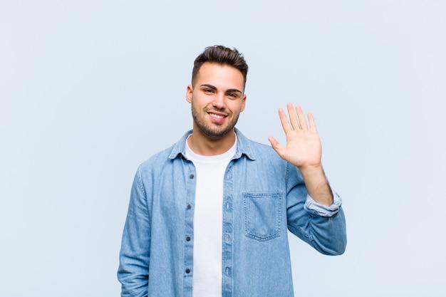 Vrolijk en vrolijk glimlachen, met de hand zwaaien, je verwelkomen en begroeten of afscheid nemen