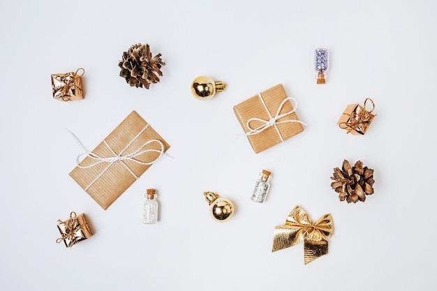 Vrolijk kerstfeest geïsoleerd op een witte achtergrond