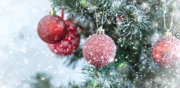 Vrolijk kerstfeest, vakantie wenskaart achtergrond. selectieve aandacht. natuur.