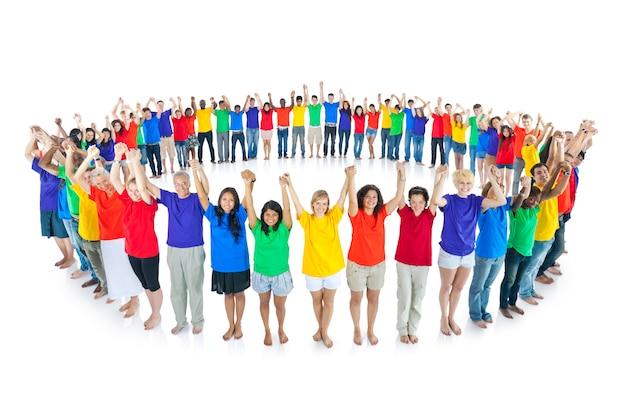 Vrolijke groep diverse studenten