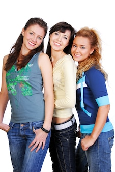 Vrolijke jonge drie aantrekkelijke meisjes. studio opname op wit