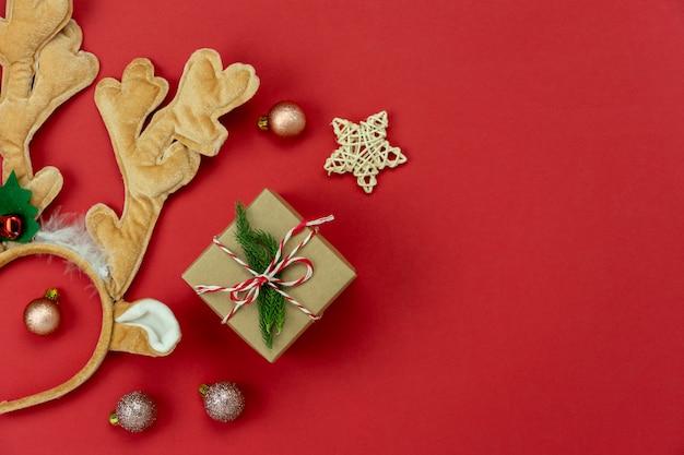 Vrolijke kerstversiering & gelukkig nieuwjaar ornamenten concept.
