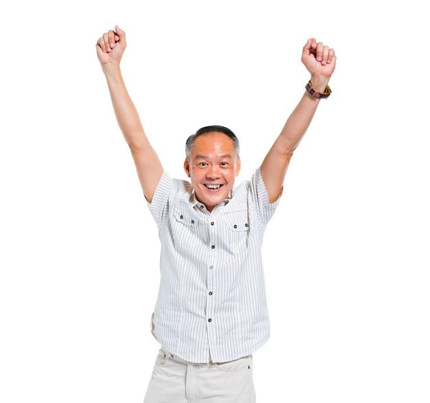 Vrolijke oude aziatische man vieren