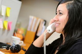 Vrouw aan de telefoon