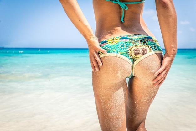 Vrouw aan het strand