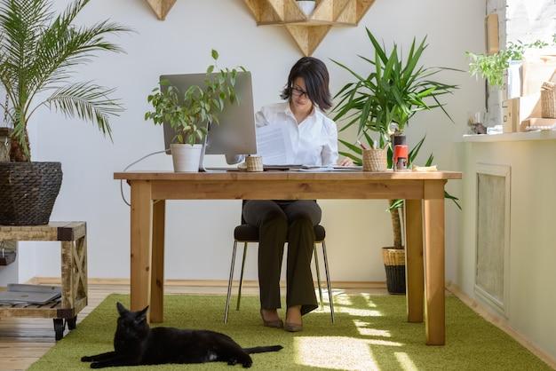Vrouw aan het werk