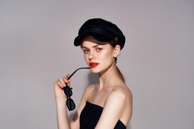 Vrouw aantrekkelijk uiterlijk moderne stijl