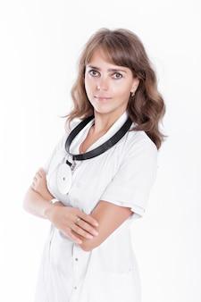 Vrouw arts die glazen en medische laag dragen