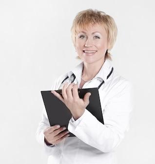 Vrouw arts met medische kaart van de patiënt