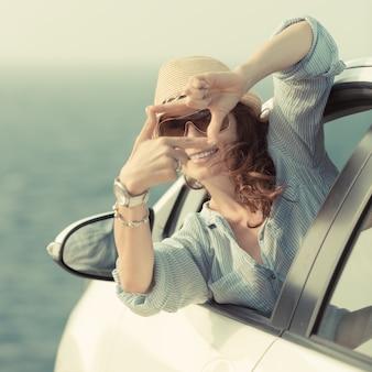 Vrouw bestuurder in de auto