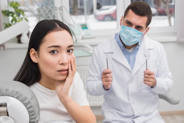 Vrouw bij de tandarts