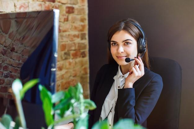 Vrouw callcenter operator