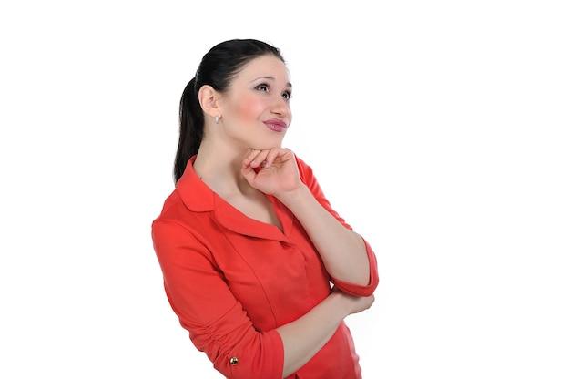 Vrouw denkt en denkt na over een probleem op zoek naar een antwoord, en presenteert de oplossing